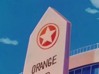 Le logo sur la façade du lycée (anime)